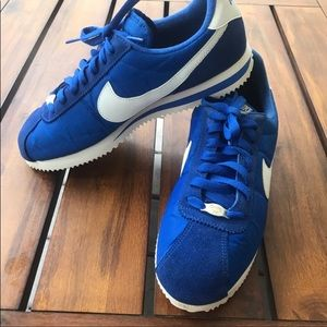 Nike Cortez 72 Vintage Style Athletic Shoes